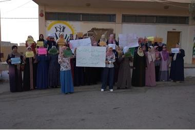 الكرك موكب لمرافقة 4 معلمات اعتقلن بالأمس فيديو الوكيل الاخباري