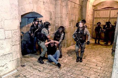 القدس : اصابة مستوطنين في عملية طعن قرب حي الشيخ جراح