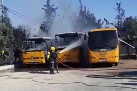 حريق يأتي على ٣ حافلات في اربد