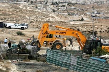 الاحتلال يجبر فلسطينيا على هدم غرفة سكنية بالقدس