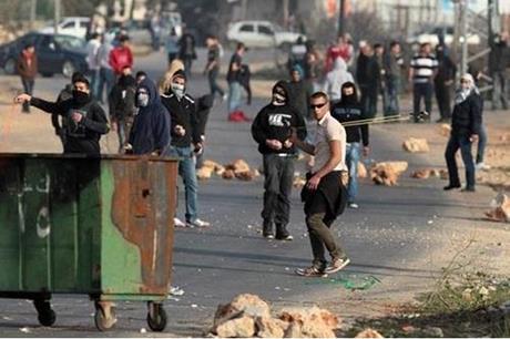 إصابة 10 فلسطينيين بمواجهات مع الاحتلال