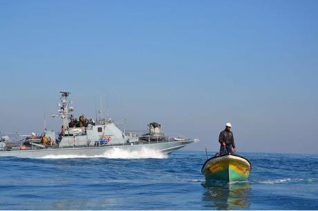 قوات الاحتلال تستهدف الصيادين والمزارعين في غزة